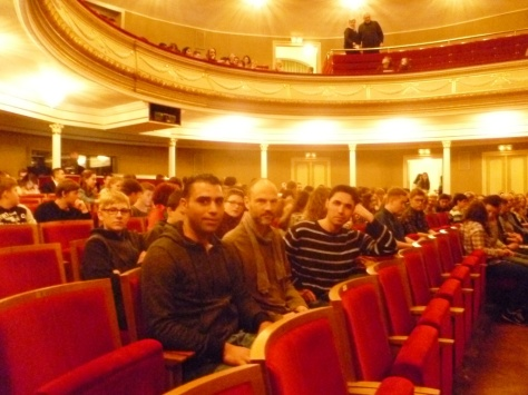 Kulturschock: zivilisierte Syrer in sächsischer Theaterbrache