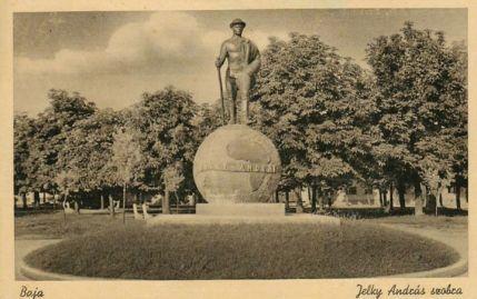 Monumentalstatue András Jelky - einst im Park, heute am Roundabout